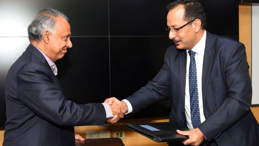 Санджай Муджо, вицепрезидент, HPE Pointnext Services (вдясно) и Раджи Рагаван